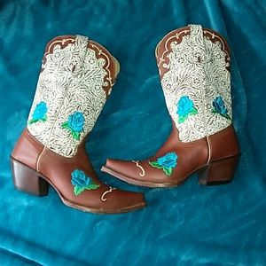 Western Tony Lama Embroidered boots